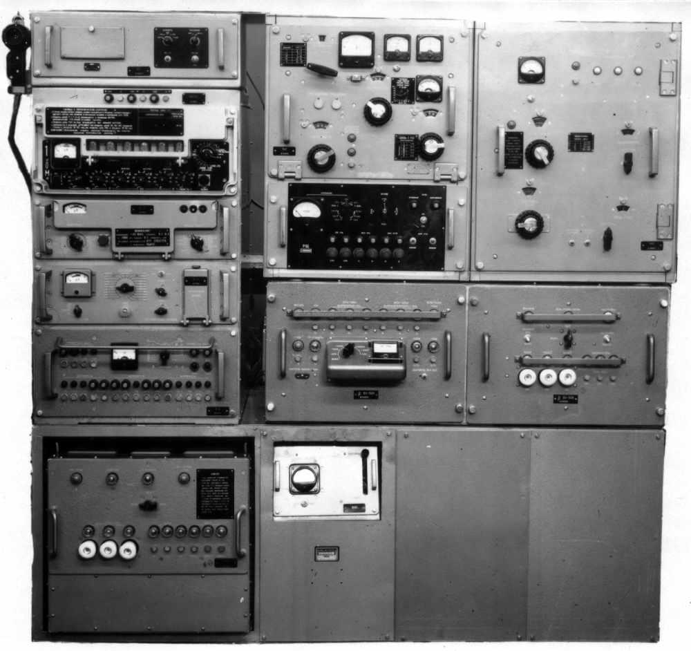"""Большинство управленцев предпочитают зарубежную рок-музыку.  Наиболее популярная радиостанция -  """"Радио Рокс """"."""