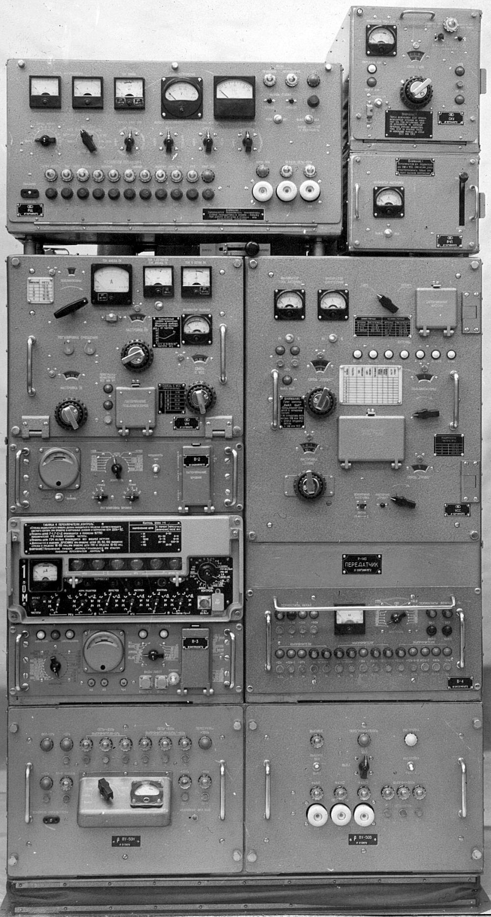 Передатчик радиостанции типа Р-140 - Музей небытовой электроники