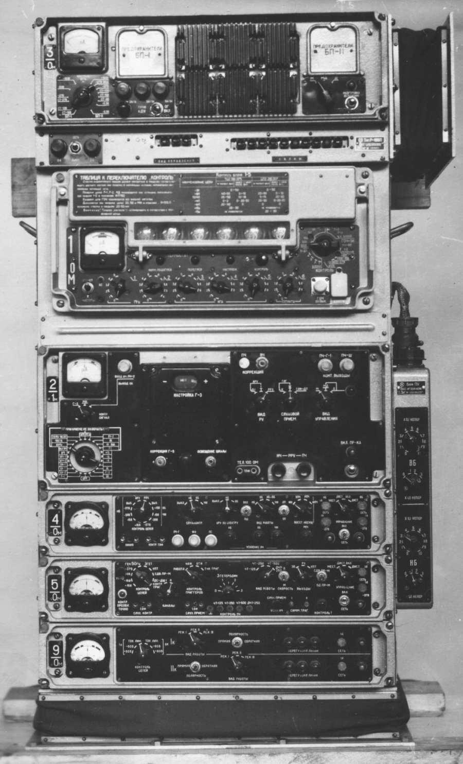 Шасси ЗиЛ - 157 Р - 845 - авиационная наземная подвижная УКВ радиостанция для ВВС, для работы с Р - 821...